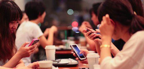 Những thói quen sử dụng điện thoại tự mình hại mình