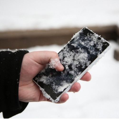 Khi điện thoại bị lạnh màn hình cũng bị ảnh hưởng