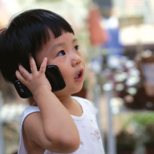 Không để trẻ em sử dụng điện thoại di động
