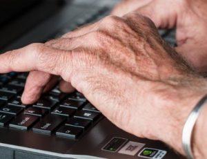 Thiết lập máy tính Windows 10 cho người cao tuổi