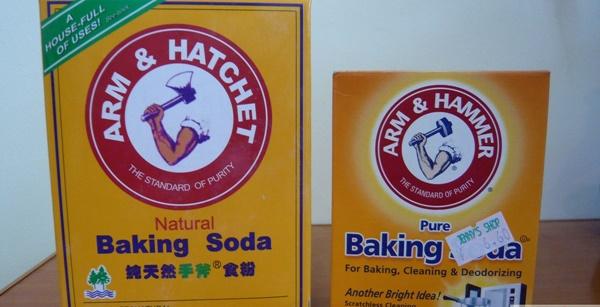 Tẩy vết xước bằng bột baking soda