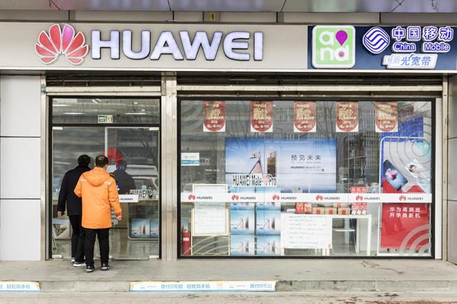 Huawei là nhà cung cấp lớn nhất thế giới về thiết bị mạng không dây và lớn thứ 3 về điện thoại thông minh.