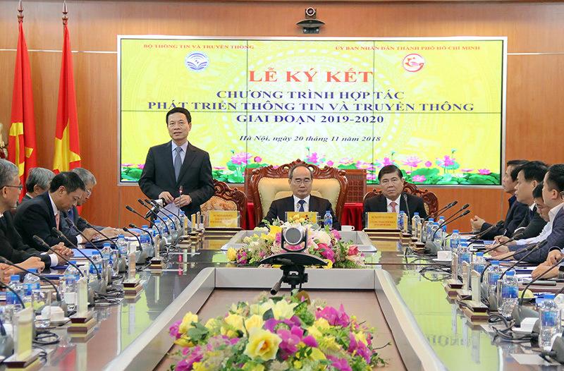Bộ trưởng TT&TT Nguyễn Mạnh Hùng phát biểu tại lễ ký kết